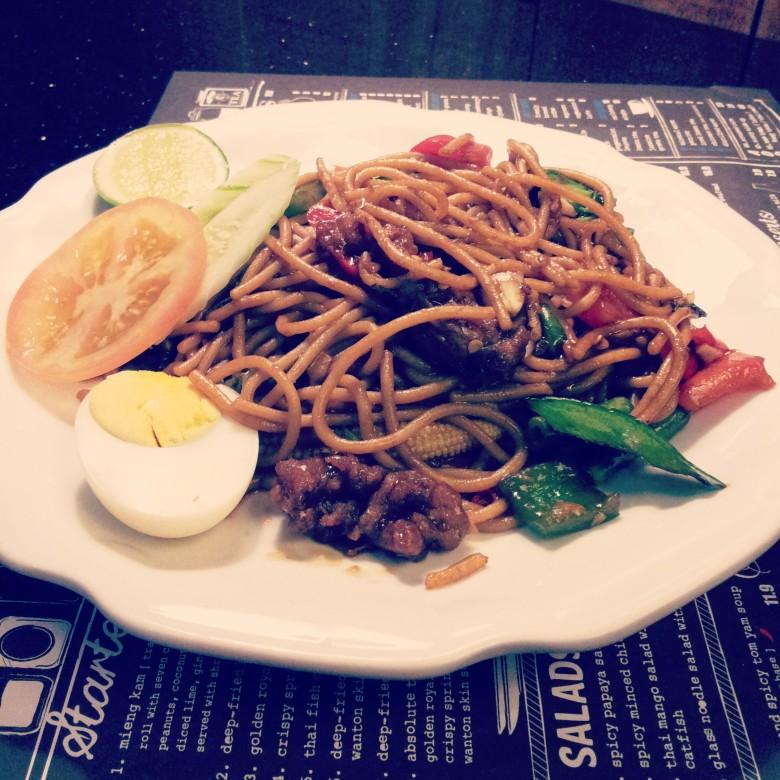 Stir-fried spaghetti with seafood @ Absolute Thai